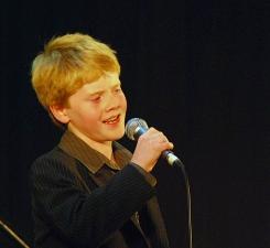 liam-singing-2009